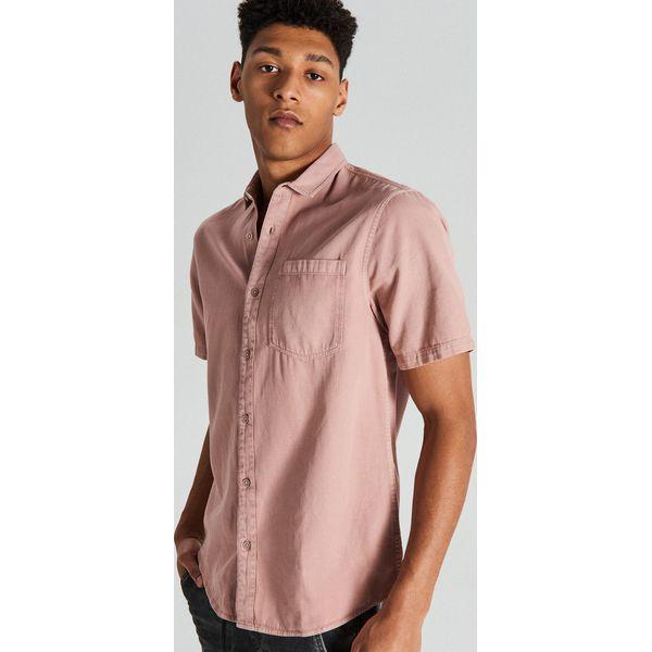 1981adff6bb5fd Koszula z krótkim rękawem - Różowy - Koszule męskie Cropp. W wyprzedaży za  39.99 zł. - Koszule męskie - Odzież męska - Moda dla mężczyzn - Sklep  Antyradio. ...