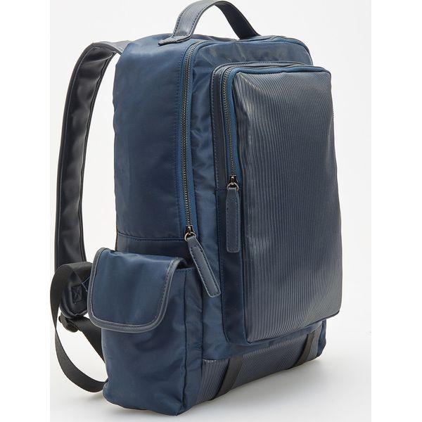 bceef7c01f800 Prostokątny plecak z bocznymi kieszeniami - Granatowy - Niebieskie ...